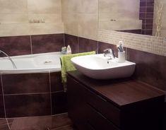 Dark wood bathoom Dark Wood, Corner Bathtub, Home Interior Design, Bathrooms, Living Room, Dark Hardwood, Bathroom, Full Bath, Home Living Room