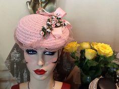 STUNNING TRUE VINTAGE 1940 s POWDER PINK FLORAL TILT HAT