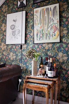 William Morris Golden Lily wallpaper in Anna Backlund's home. Fine Little Day. Interior Design Blogs, Swedish Interior Design, Swedish Interiors, Home Interior, Scandinavian Design, Interior Styling, William Morris Wallpaper, Morris Wallpapers, William Morris Tapet