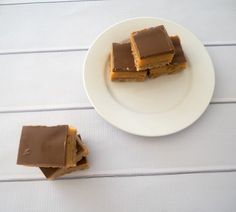 This easy Caramel Slice recipe is one of my all time favourite slice recipes and it really is super simple to make both conventionally and in a Thermomix. Easy Caramel Slice, Chocolate Caramel Slice, Caramel Fudge, Chocolate Hazelnut, Melting Chocolate, Chocolate Recipes, Tea Recipes, Dessert Recipes, Desserts