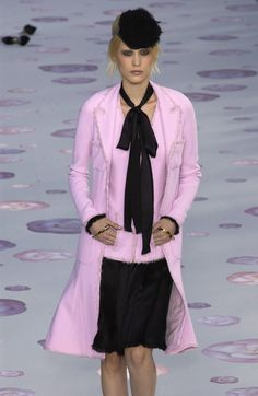 Chanel Spring 2002 Runway Pictures - Livingly