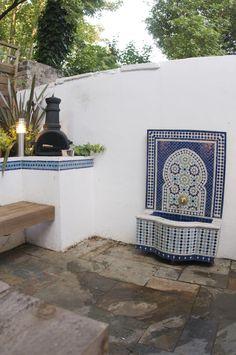 Moroccan Water feature in London Courtyard #moroccanwaterfeature #moroccancourtyard #londoncourtyarddesign #gardendesignlondon