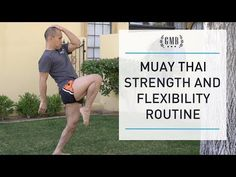 Muay Thai Training Routine to Strengthen & Prevent Injury Boxer Workout, Mma Workout, Kickboxing Workout, Muay Thai Techniques, Martial Arts Techniques, Muay Thai Training Workouts, Muay Thai Tattoo, Flexibility Routine, Muay Thai Martial Arts