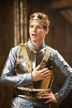 This is just as awesome as Tom Hiddleston doing Henry V (more awesome for me, though--apologies to Hiddles fans).Eddie Redmayne as Richard II! Eddie Redmayne, Beautiful Men, Beautiful People, Sheridan Smith, Richard Ii, Period Costumes, Fantastic Beasts, Best Actor, Character Inspiration