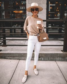 Karina Style Diaries wearing white skinny jeans chic outfit idea lack of color rancher hat suqre sunglasses zac posen eartha bag off the shoulder sweater gucci princetown bumble bee loafers Looks Com Jeans Skinny, Jeans Skinny Branco, White Skinny Jeans, White Skinnies, Outfits With Hats, White Outfits, Jean Outfits, Fall Outfits, Casual Outfits