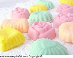 bonbons fondant Low Carb Desserts, Easy Desserts, Candy Recipes, Sweet Recipes, Ariel Cake, Low Carb Brasil, Tupperware Recipes, Yellow Birthday, Sweet Cooking