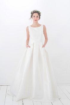 elfenkleid: feel modern yet romantic white flow Flower Girl Dresses, Romantic, Wedding Dresses, Modern, Weddings, Fashion, Atelier, Beauty, Flower Girl Gown
