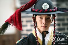 Because see handsome asian guys with a lot of talent is a amazing thing. Lee Jun Ki, Lee Min Ho, The Great Doctor, Arang And The Magistrate, Wang So, Korean Dress, Handsome Actors, Asian Men, Traditional Outfits