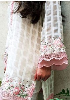 Best 12 Kurti designs for stitch – Page 133700682673498425 – SkillOfKing. Kurti Sleeves Design, Sleeves Designs For Dresses, Kurta Neck Design, Sleeve Designs, Pakistani Dresses Casual, Pakistani Dress Design, Pakistani Fashion Casual, Embroidery Suits Design, Embroidery Dress