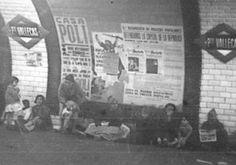 Vecinos se refugian de los bombardeos en la estación de Metro de Puente de Vallecas