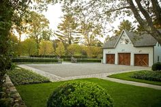 The farmhouse exterior design totally reflects the entire style of the house and the family tradition as well. The modern farmhouse style is not only. Driveway Design, Driveway Landscaping, Farmhouse Landscaping, Modern Farmhouse Exterior, Modern Farmhouse Style, Modern Landscaping, Landscaping Ideas, Farmhouse Ideas, Gravel Driveway