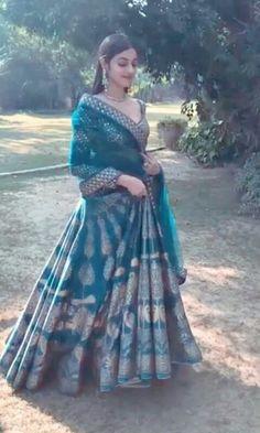 photoshoot for Reynu Tandon. Indian Attire, Indian Wear, Indian Dresses, Indian Outfits, Moda Indiana, Simple Lehenga, Eastern Dresses, Sari Dress, Indian Bridal Lehenga