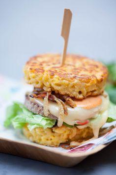 Hamburgers aux galettes de coquillettes - cdubeau.com