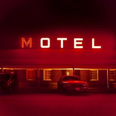 Find images and videos about aesthetic, red and motel on We Heart It - the app to get lost in what you love. Maroon Aesthetic, Aesthetic Colors, Diner Aesthetic, Film Aesthetic, Nocturne, Habit Rouge, The Neon Demon, Neon Licht, Motel