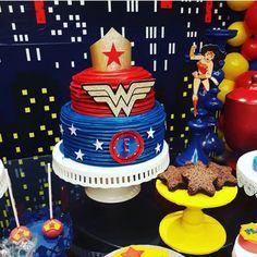 Súper poderes en estos súper cakes de unos súper héroes súper chulos! Wonder Woman y Flash ⚡️ [ y montaje por @eventwodr ]