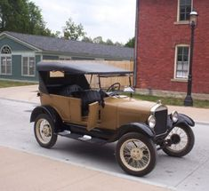 See all 12 photos  Picture of non-black 1927 Model T at Greenfield Village, photo by rmhermen