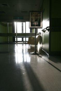 生活中心/綜合報導 台大醫院神經外科主治醫師黃勝堅,在他撰寫的書中分享一個肝硬化末期的父親與他的3個女兒的催淚故事。他相當感慨,寫到「老天爺讓我們穿上這白衣,賦予我們的責任絕