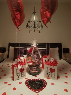 150 Sweet & Romantic Valentine's Home Decorations That Are Really Easy To Do - Hike n Dip - 150 Sweet & Romantic Valentine's Home Decorations That Are Really Easy To Do – Hike n Dip - Valentine's Home Decoration, Romantic Room Decoration, Romantic Bedroom Decor, Birthday Surprise Boyfriend, Valentines Gifts For Boyfriend, Boyfriend Gifts, Valentine Day Gifts, Valentines Surprise, Valentine Recipes
