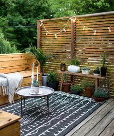 Amazing idea for a terrace or a back yard!Love the wooden panels!