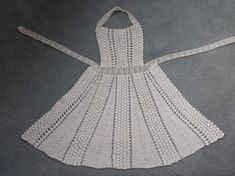White Crocheted Apron Filet Crochet, Knit Crochet, Crochet Sandals, Holiday Crochet, Crochet Kitchen, Vintage Crochet, Crafts To Make, Fabric Crafts, Crochet Projects