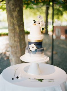 Simone Lennon Events helped plan this unique cake, which has stripes of gold, blue, and gray. Pumpkin Wedding Cakes, Black Wedding Cakes, Themed Wedding Cakes, Fall Wedding Cakes, Unique Wedding Cakes, Unique Cakes, Blue Cakes, Geometric Wedding, Cake Gallery