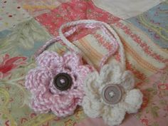Loving these crocheted flower headbands!  Free pattern on the site too!