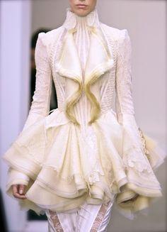 chiffonandribbons:  Balenciaga Couture S/S 2006