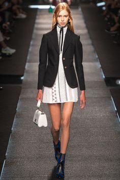 #LouisVuitton #SS2015 #Catwalk #PFW #Paris #trends #net #blackAndWhite