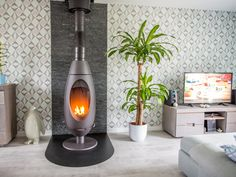 Le salon de David à Roucourt avec le poêle à bois INVICTA Ove anthracite. #leroymerlin #poele #winter #hiver #chauffage #salon #ideedeco #madecoamoi