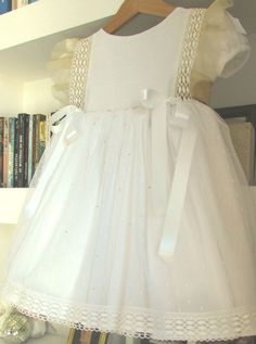 Coelhinho Pompom: Cenas de um Batizado: um vestido White/Gold