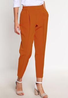 que es un personal shopper - pantalon capri con pinzas