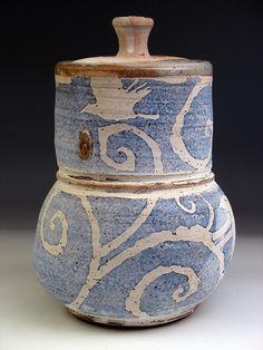 Zygote Blum click the image or link for more info. Ceramic Boxes, Ceramic Jars, Ceramic Decor, Ceramic Design, Ceramic Clay, Ceramic Pottery, Pottery Art, Clay Design, Cerámica Ideas