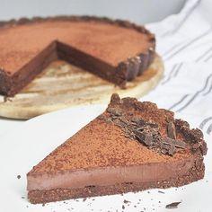 Idealna tarta czekoladowa bez pieczenia, którą przygotujecie w dosłownie 20 minut ❤ koniecznie spróbujcie 😍 💥TARTA CZEKOLADOWA BEZ… Tiramisu, Ethnic Recipes, Food, Pies, Essen, Meals, Tiramisu Cake, Yemek, Eten