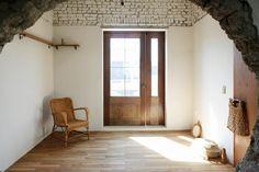 연희동의 오래된 가옥을 개조한 스튜디오 Cafe Design, Store Design, House Design, Space Interiors, Shop Interiors, Interior Concept, Cafe Interior, Home Decoracion, Interior Decorating