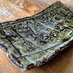 穂高隆児さんの鉄灰釉長方皿。穂高隆児個展「DEEP IMPACT」開催中!本日3日(日)は穂高さん在廊予定です。 #穂高隆児 #織部下北沢店 #陶器 #器 #ceramics #pottery #clay #craft #handmade #oribe