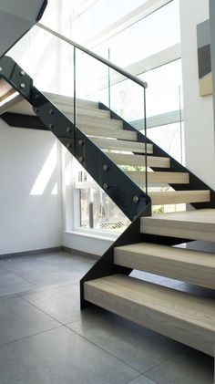Bespoke Staircase Hertfordshire - Great pictures and full description