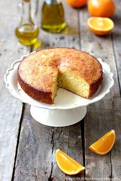 Oliiviöljykakku (kannattaa myös kokeilla appelsiinin korvaamista sitruunalla, katso kirjoituksen kommentit) <3