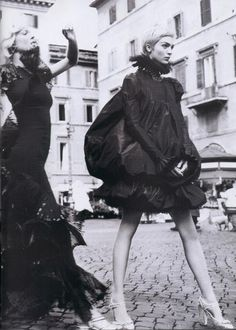 Vogue Paris, Mai 2006 - Viva Italia Ivre de Rome photographer: Mario Testino stylist: Carine Roitfeld models: Eva Herzigova & Mariacarla Boscono VOGUE Paris under Carine Roitfeld.