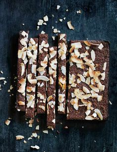 These no-fuss cacao, banana, date and cashew bars are really easy to make and perfect as a quick snack for when you're on the go. Make a big batch and they'll keep for up to 1 week. Date Brownies, Banana Brownies, Cacao Recipes, Coconut Recipes, Coconut Bars, Vegan Recipes, Low Carb Protein Bars, High Protein, Date Recipes
