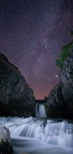 White River Falls south of The Dalles, Oregon • photo: Ben Canales on PhotographyOffice