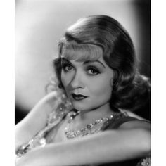 Stunning Sisters: 12 Glamorous Shots of Joan and Constance Bennett Old Hollywood Movies, Old Hollywood Glamour, Vintage Hollywood, Hollywood Actresses, Classic Hollywood, Actors & Actresses, Hollywood Icons, Hollywood Stars, Constance Bennett