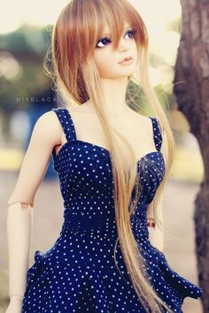 I like her blue dress and long, flowing hair.