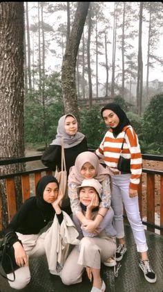 Ootd Hijab, Hijab Outfit, Hijab Fashion Inspiration, Style Inspiration, Besties, Bff, Muslim Hijab, Insta Photo Ideas, Photo Wall Collage