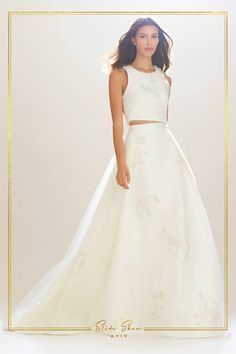 c09efa744bee66 В якості альтернативи весільним стандартам у сфері моди модельєри  пропонують нареченим одягатися в сукню з окремим