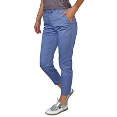 Designer women's golf clothing from J. The Golf Society has the best range of stylish and functional golf clothing. Golf Outlet, Womens Golf Shirts, Golf Wear, Golf Skirts, Golf Pants, Long Shorts, Ladies Golf, Golf Clothing, Mom Jeans