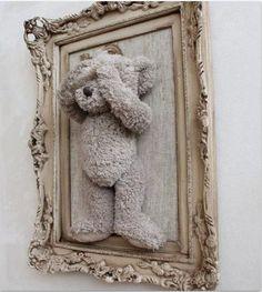 Ideetje voor kinderkamer:Favouriete knuffel in een mooie lijst aan de muur?