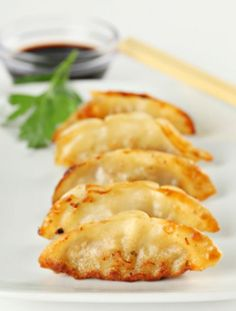 Homemade Potstickers -- Take a break from take-out! These are easier (and yummier) than you think. -I absolutely love potstickers! I Love Food, Good Food, Yummy Food, Food Porn, Food For Thought, Appetizer Recipes, Appetizers, Recipes Dinner, Breakfast Recipes