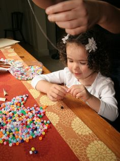Spanish Vocabulary – Crafts with Kids Pipe cleaner? Giltter? Here is a list of Spanish vocabulary for doing arts and crafts with children.