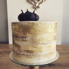 Gold naked cake with fresh figs by The Birdcage, Stellenbosch