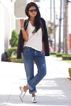 silver shoes & boyfriend jeans Source by aibynl boyfriends Oxford Outfit, Classy Outfits, Chic Outfits, Fashion Outfits, Metallic Shoes, Silver Shoes, Silver Wedges, Metallic Lace, Jeans Boyfriend